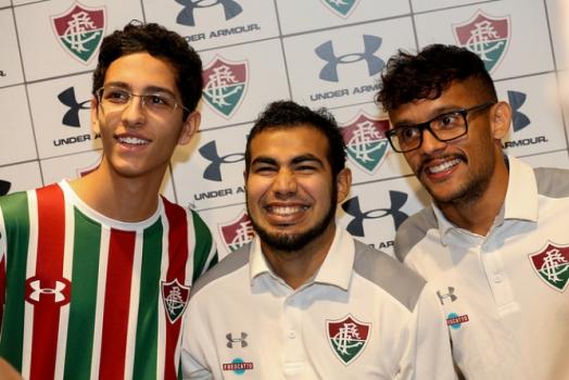 BRASILEIRÃO: Corinthians termina turno invicto e Flu vence com homenagem a Abel