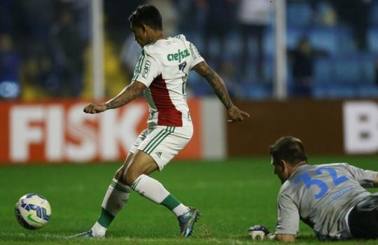 Último jogo entre os clubes foi em 2015: Verdão fez 3 a 1 na Ressacada, com gol de Dudu em Vagner