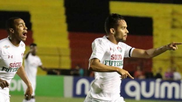 Fluminense homenageia Abel Braga com vitória e Maracanã lotado