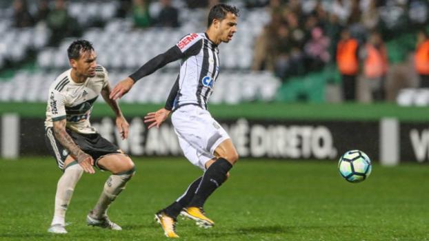 Coritiba tropeça no Santos e mantém a sina do Couto Pereira