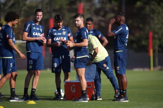 Com gols de Roger, Botafogo quebra jejum contra o Flamengo