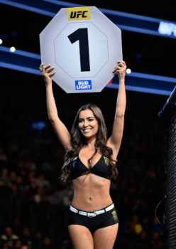 Luciana Andrade brilha como ring girl no UFC 215