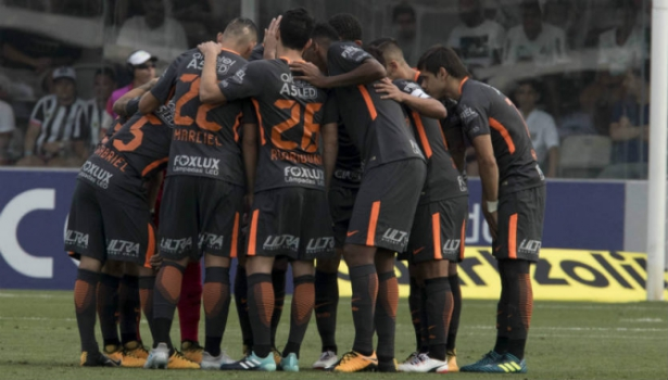Corinthians anuncia renovação de contrato com Carille por dois anos