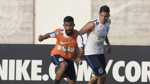 Promessa treina no Corinthians pela segunda vez na semana. Nova opção?