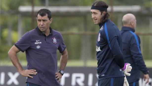 Carille define Cássio como capitão do Corinthians na entrega da taça do BR