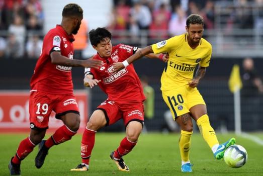 PSG vence 'in extremis' e 'foge' a Leonardo Jardim