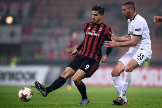 55b184261 André Silva - Milan x AEK Atenas