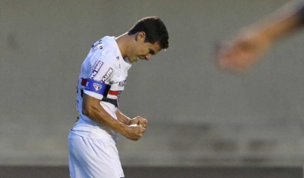 Hernanes - Atlético-GO x São Paulo