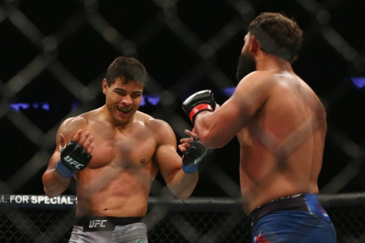 Paulo Borrachinha venceu Johny Hendricks no UFC 217