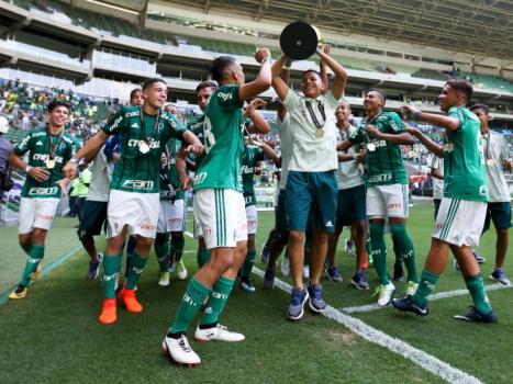 Divulgação. Palmeiras é campeão sub-15 sobre o São Paulo 854f0420206e8