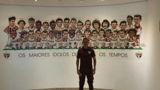 Marcos Guilherme conhece Memorial do Tricolor, no Morumbi
