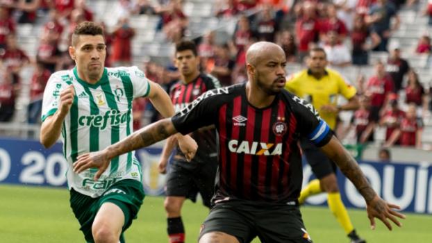 90ae3d0306009 ATUAÇÕES  Trio do Furacão se destaca com gols. Prass se salva