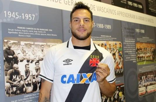 Leandro Desábato é aprovado nos exames médicos e assina com o Vasco