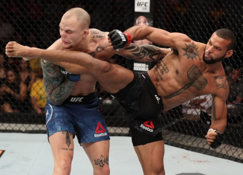 Thiago Marreta nocauteia Anthony Smith no UFC Belém