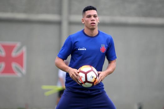 Vasco acerta venda de Paulinho à Europa 2b7ca1b372dc7