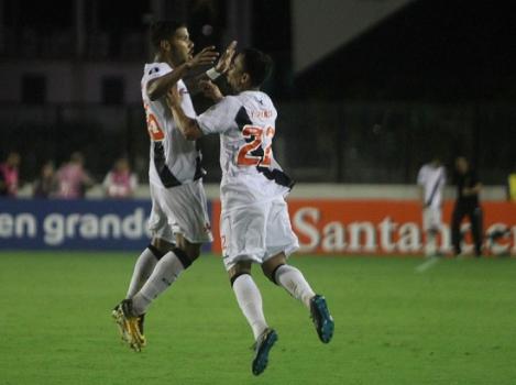 Botafogo quer contratar meia para o lugar de João Paulo