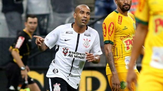 Corinthians bate o Botafogo-SP por 2 a 0