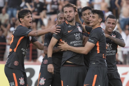 Corinthians sofre, mas vence em casa pela Libertadores