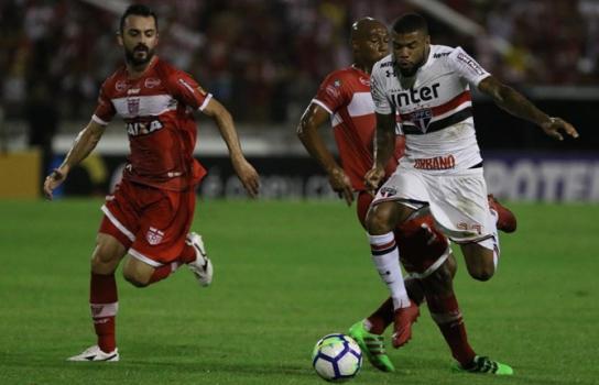Júnior Tavares foi a alternativa na saída de bola usada por Jardine em Maceió
