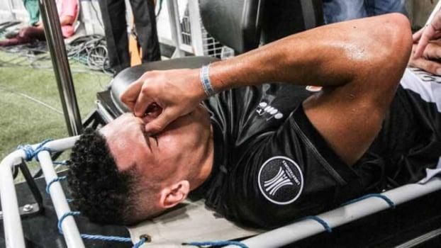 Paulinho tem fratura no cotovelo esquerdo e não enfrenta o Botafogo