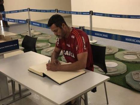 Diego desfalca o Flamengo em despedida de Júlio César