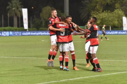 Time Sub-16 celebra título em Dubai 04352e1860103