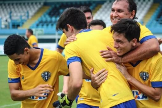 00037636478d9 Novo uniforme do Paysandu traz homenagem à Seleção Brasileira