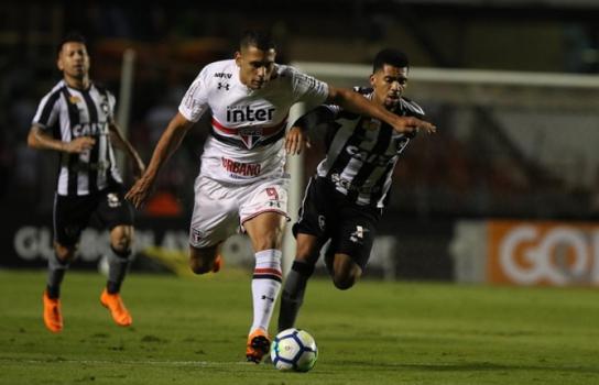 Diego Souza saiu da área para fazer o ataque funcionar e se destacou contra  o Botafogo 43f773836c040