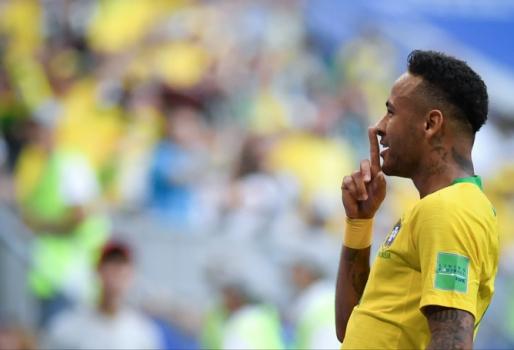 baf588dd2c Neymar mais uma vez foi criticado pelo excesso de  teatro  ao receber faltas