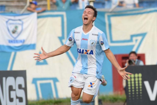 Dagoberto comemorando gol pelo Londrina.