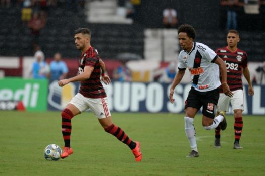 Vasco x Flamengo Arrascaeta e Lucas Mineiro