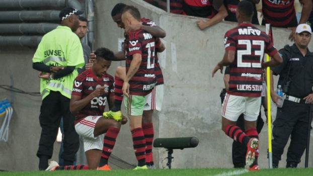 Botafogo e Flamengo são multados por irregularidades em clássico