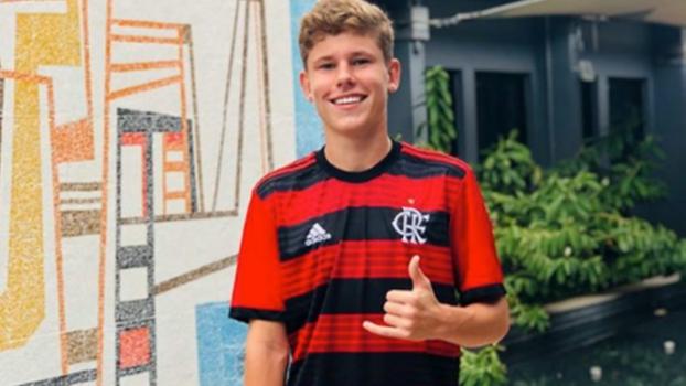 Três sobreviventes dispensados pelo Flamengo seguem sem clube