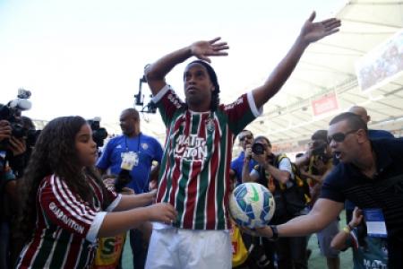 471584ad82 Após o Vasco anunciar que Ronaldinho Gaúcho estava 90% acertado com o  clube
