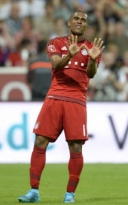 Douglas Costa - Bayern de Munique x Milan (Foto: Christof Stache / AFP)
