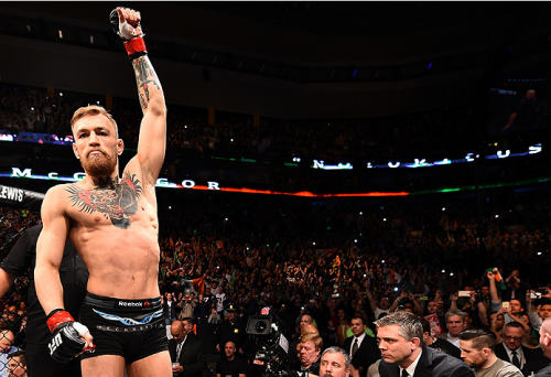 McGregor aconselha José Aldo a dar 'passo atrás' e não recusa revanche