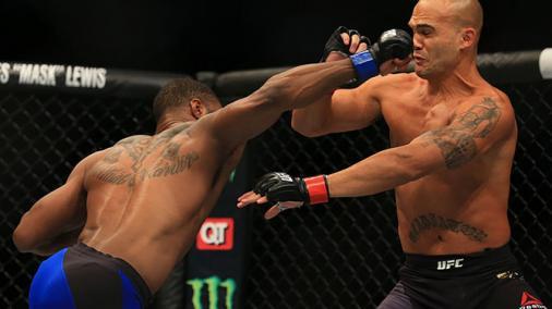 Tyron Woodley atropela Lawler com nocaute e é o novo campeão do UFC