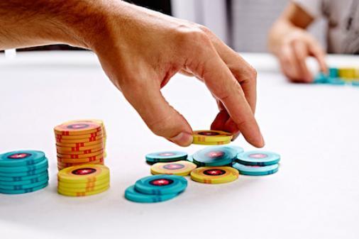 Aprenda a melhor maneira de jogar pedidas de flush no No Limit Hold'em