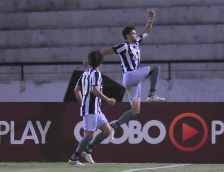 De novo no fim e a quinta seguida: Botafogo vence o Santa Cruz