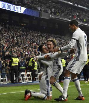 James Rodríguez faz dois, e Real abre grande vantagem na Copa do Rei