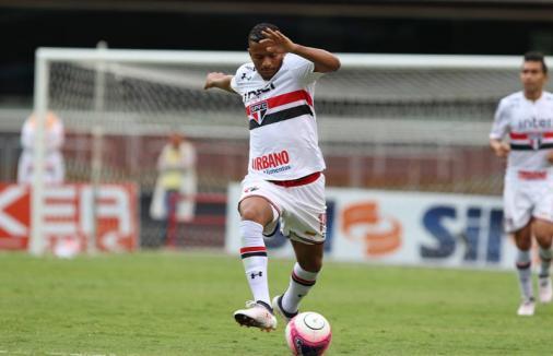 'Não quero que gritem apenas o meu nome', diz lateral Reinaldo