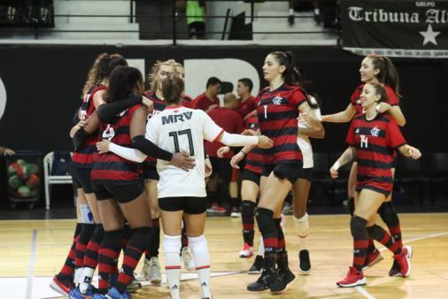 Em estreia, Flamengo é superior e vence o Botafogo no Carioca de vôlei