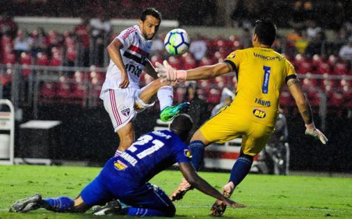 Jogadores do Cruzeiro lamentam vacilo em lance do gol do São Paulo ... 61344298bf70f