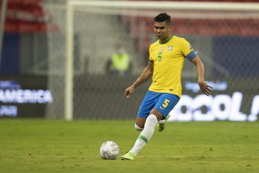 Casemiro é cortado, e Tite convoca Douglas Luiz para vaga na Seleção em jogos pelas Eliminatórias