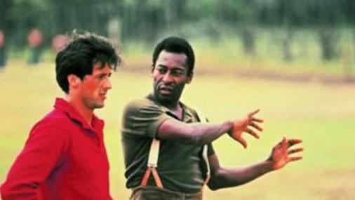 Sylvester Stallone conta quando tentou defender chute de Pelé: 'Quebrou meu dedo e rasgou a rede'