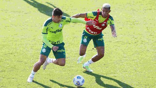 Danilo treina com o grupo e Palmeiras inicia preparação para enfrentar o Sport