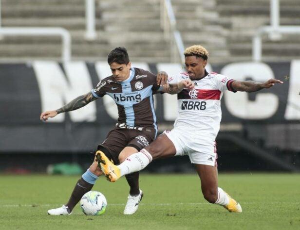 Em tarde de goleada Vitinho e Everton Ribeiro comandam o Flamengo